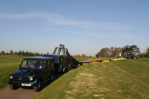 This rarely happens in the UK but is common on balloon flights overseas in places such as Turkey or Egypt – winds so light on landing that we are able to float the balloon onto the trailer and then deflate the balloon envelope onto the grass alongside. This was at the Grove Hotel and Golf Course at Watford.