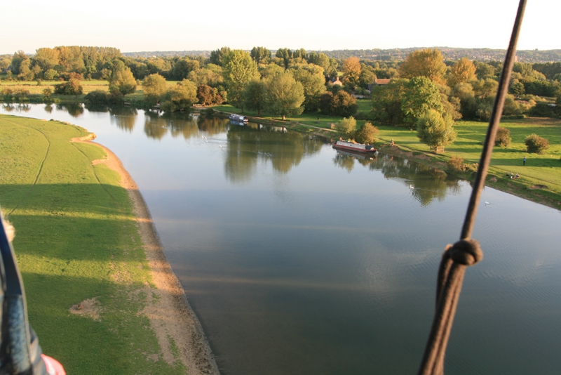 With the Thames running through Oxford we often fly over the Thames. Here at Port Meadow we are able to fly low over the Thames and wave to boaters and walkers enjoying a summers evening. A hot air balloon ride over Oxfordshire, with conditions like these what could be better for a birthday gift.