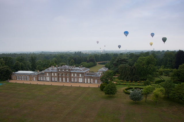 Basingstoke balloon fiesta balloons fly over Hackwood House Basingstoke