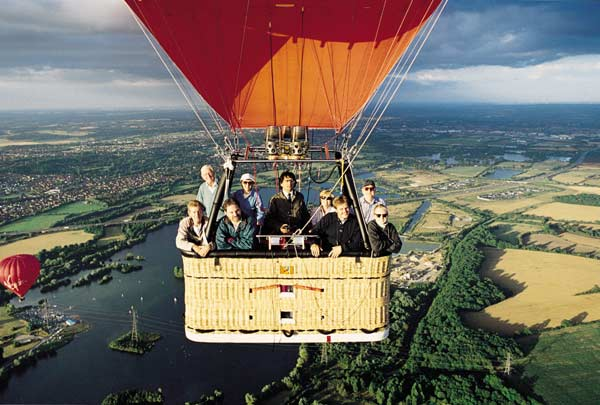hot air ballooning over the lakes near the M4 at Reading