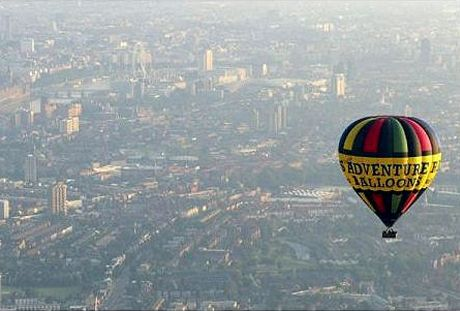 Hot Air Balloon Flight Over London Presents Beautiful Views Including the London Eye